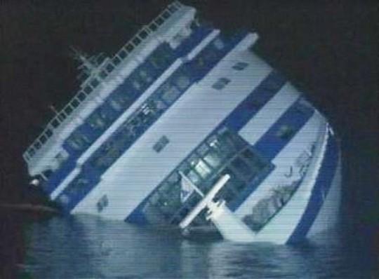 Maritime Disasters - Sinking cruise ship oceanos